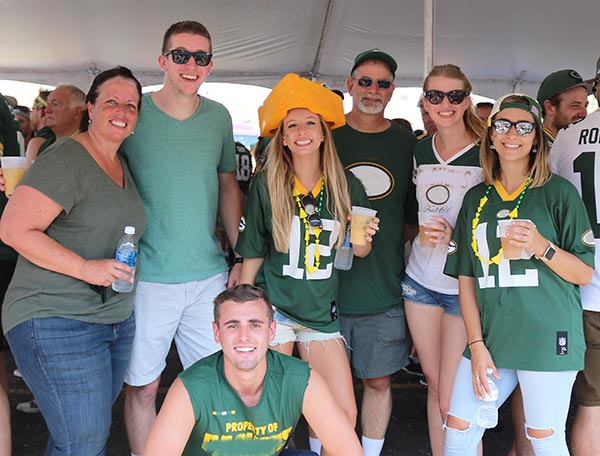 green bay packers ticket & tailgate